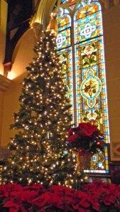 DSCN2873 Xmas tree w-stained glass edt